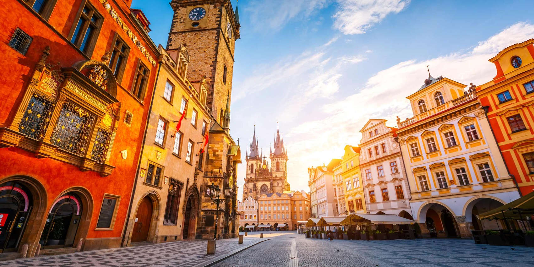 czechrepublic-prague-townhalltynchurch-665935732-ge-sept19-2600×1300